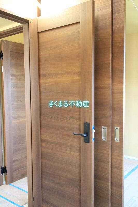 芦屋市翠ヶ丘町新築一戸建て3階洋室約7.5帖扉