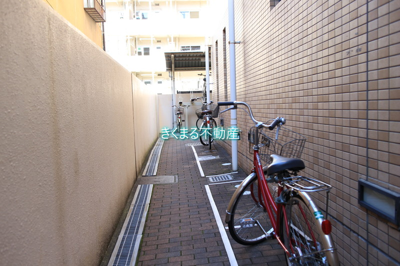 ロイヤル夙川駐輪場1
